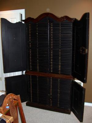 cabinet2600.jpg