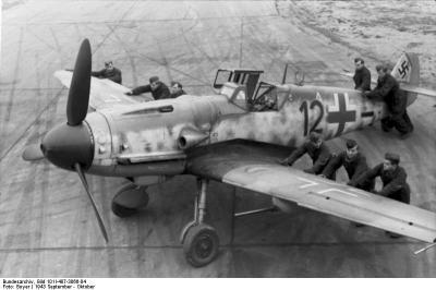 Bundesarchiv_Bild_101I-487-3066-04,_Flugzeug_Messerschmitt_Me_109.jpg