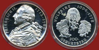 12 сентября  1740 года — После нескольких лет переписки встретились Вольтер и Фридрих Великий..jpg