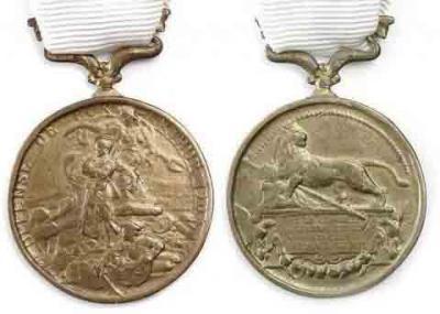 Французская медаль Защитникам Порт-Артура.jpg