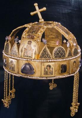 1978 — Государственный секретарь США Сайрус Вэнс передаёт правительству Венгрии корону Иштвана Святого...jpg