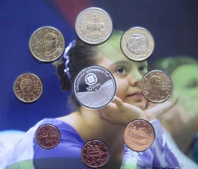 нумизматический набор, содержащий 8 монет регулярного выпуска + серебряную монету Стадион Панатинаикос..jpg