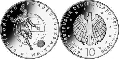 26 июня по 17 июля 2011 года 6-й чемпионат мира по футболу среди женщин пройдёт в Германии..jpg