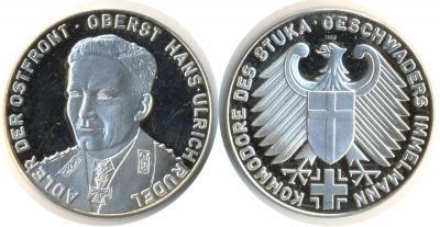 2 июля 1916 Ханс-Ульрих Рудель Медаль ФРГ  .jpg