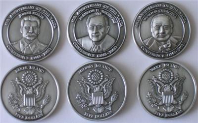 Набор монет Ялтинская конференция, о-ва Бейкер, Мидуэй и Уэйк, 2005, proof с портретами Сталина, Рузвельта и Черчиля.jpg