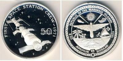 marshall islands_1989_Первый переход космонавтов в орбитальную станцию Салют-1 в 1971 году..JPG