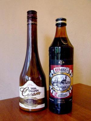 450px-Bottles_of_Vana_Tallinn.jpg