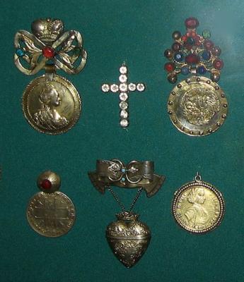 Дукачи наперсные 18-19  век Малороссия.jpg