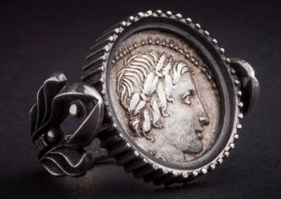 монета в кольце.jpg