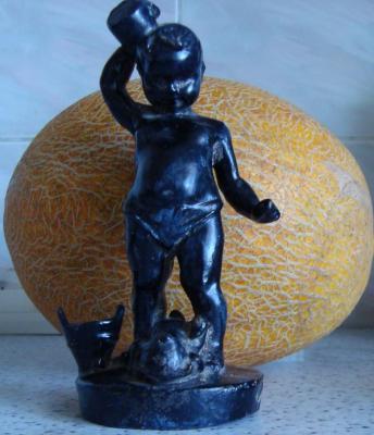 Статуй Мальчик с кружкой.JPG