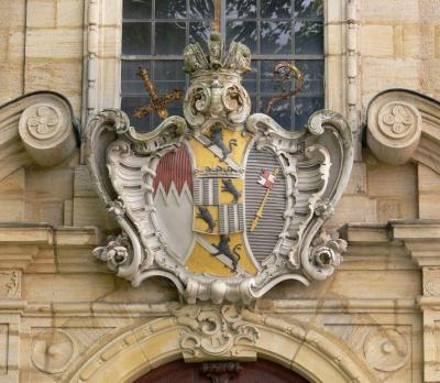 Bamberg_St_Jakob_Fassade_Wappen_Adam_Friedrich_von_Seinsheim.jpg