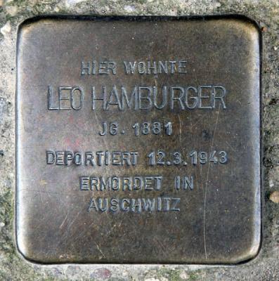 595px-Stolperstein_Willibald-Alexis-Str_26_(Kreuz)_Leo_Hamburger.jpg