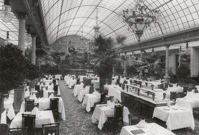 Большой зал ресторана «Медведь». Начало XX века.jpg