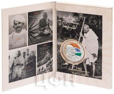 Ниуэ 1 доллар 2015 год «Ганди, Индийская независимость» (открытка).jpg