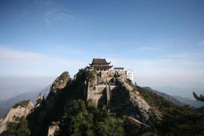 Храм на горе Цзюхуашань.jpg