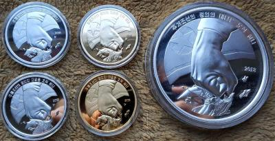 Северная Корея набор монет 2018 год «Кулак» (реверс).jpg