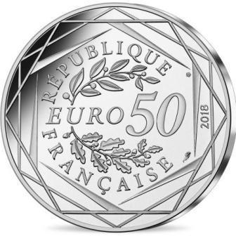 frantsiya_50_evro_2018_mikki_na_eliseiskih_polyah_(2).jpg.8fe440d193e34d9792a710a3fef94cba.jpg